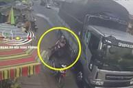 Clip: Ô tô tải vượt ẩu suýt đẩy 2 mẹ con đi xe máy đến tai nạn kinh hoàng, khoảnh khắc chạm 'cửa tử' khiến ai nấy bủn rủn