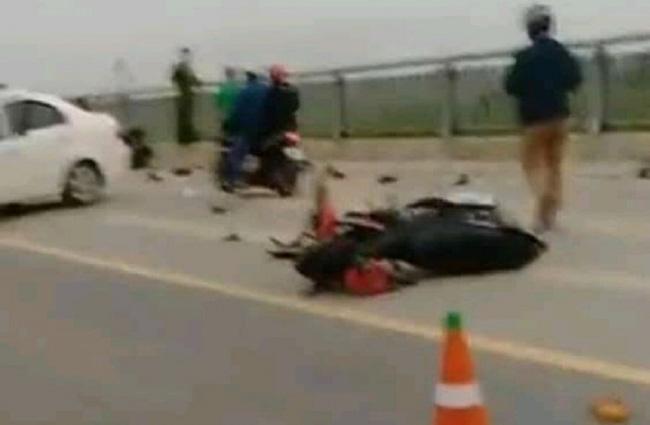 Ô tô đâm loạt xe đạp điện trên cầu, 4 học sinh thương vong-1