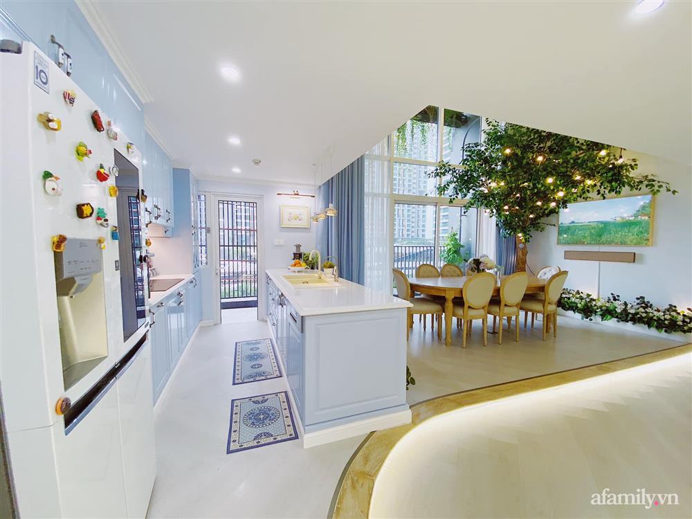 Căn bếp màu xanh yên bình, sang trọng với đủ thiết bị hiện đại của mẹ trẻ xinh đẹp Sài Thành-1