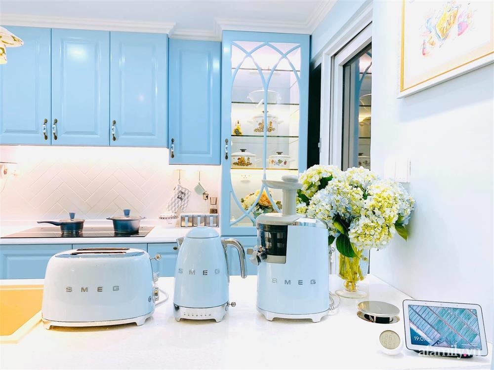Căn bếp màu xanh yên bình, sang trọng với đủ thiết bị hiện đại của mẹ trẻ xinh đẹp Sài Thành-7
