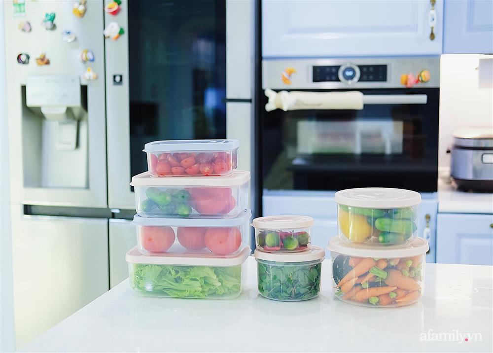 Căn bếp màu xanh yên bình, sang trọng với đủ thiết bị hiện đại của mẹ trẻ xinh đẹp Sài Thành-8