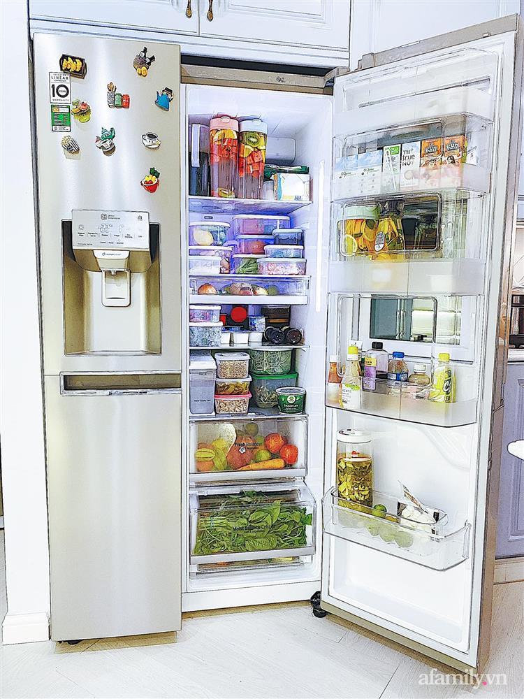 Căn bếp màu xanh yên bình, sang trọng với đủ thiết bị hiện đại của mẹ trẻ xinh đẹp Sài Thành-9