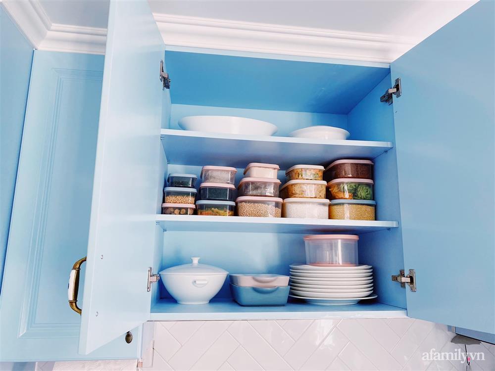 Căn bếp màu xanh yên bình, sang trọng với đủ thiết bị hiện đại của mẹ trẻ xinh đẹp Sài Thành-10