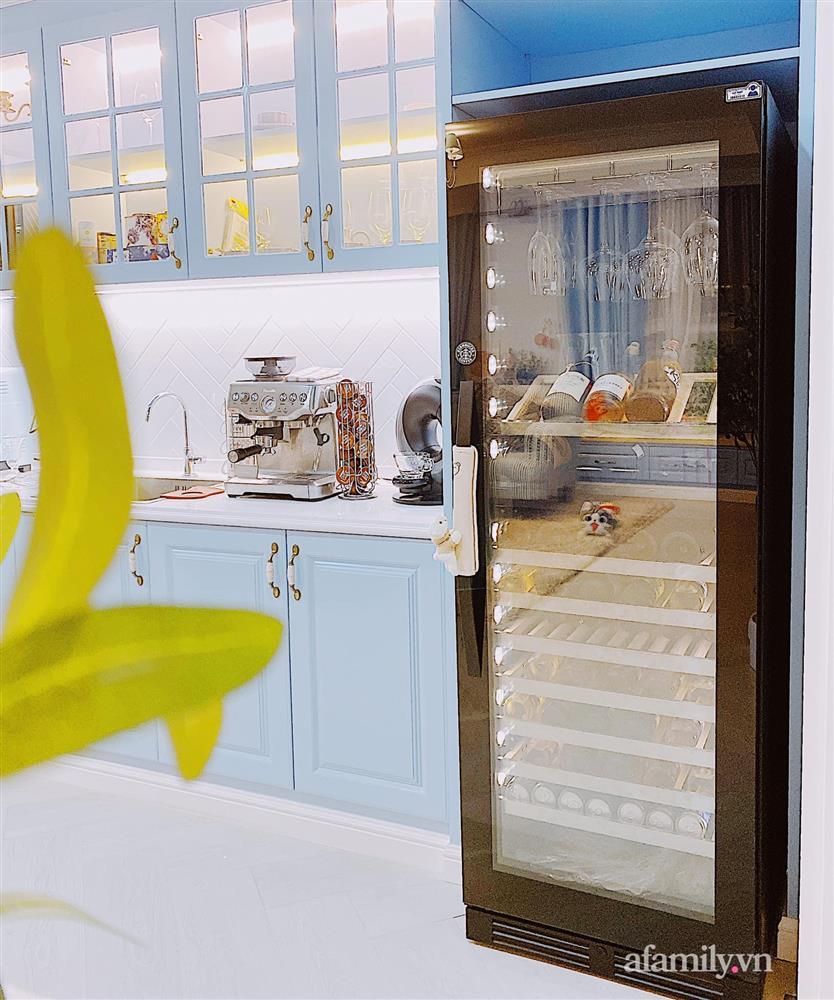 Căn bếp màu xanh yên bình, sang trọng với đủ thiết bị hiện đại của mẹ trẻ xinh đẹp Sài Thành-11