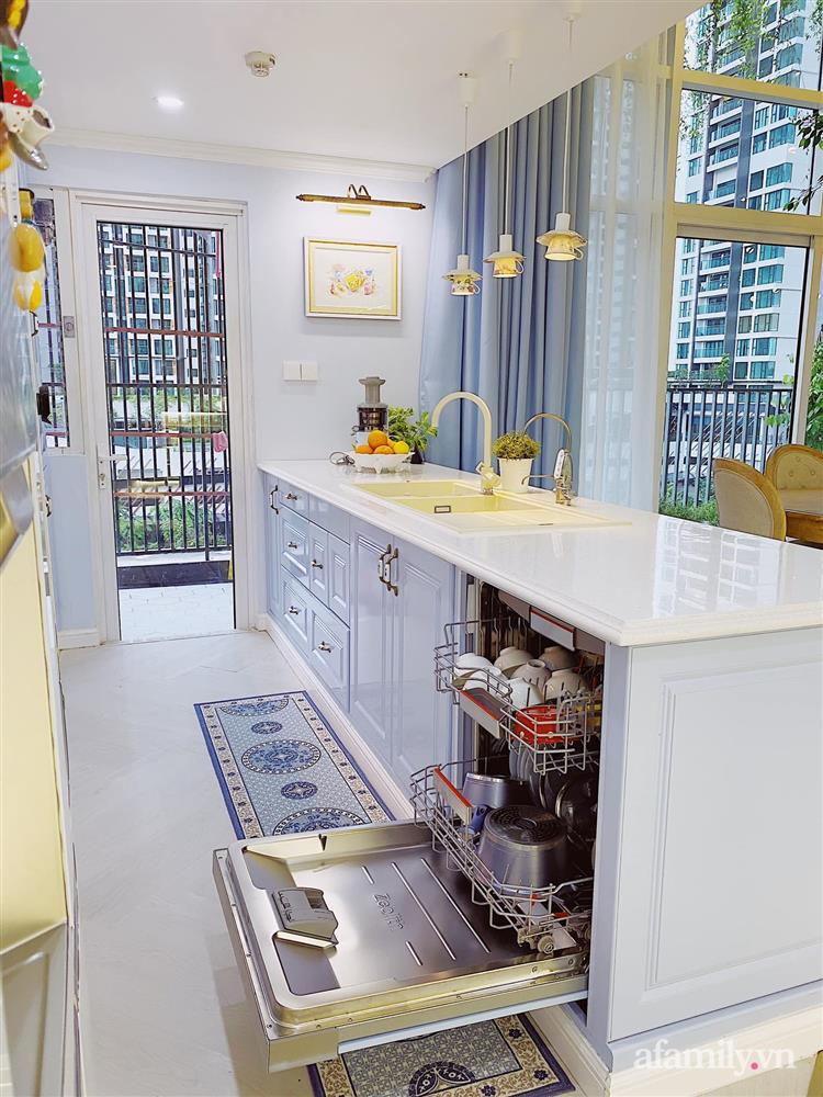 Căn bếp màu xanh yên bình, sang trọng với đủ thiết bị hiện đại của mẹ trẻ xinh đẹp Sài Thành-12
