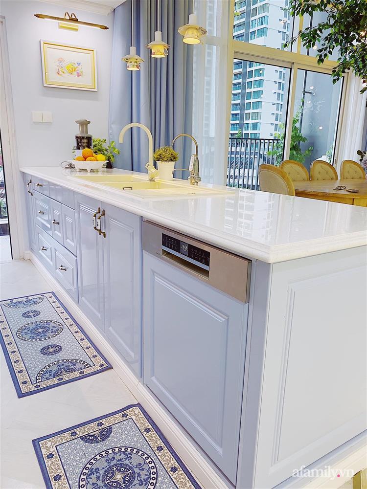 Căn bếp màu xanh yên bình, sang trọng với đủ thiết bị hiện đại của mẹ trẻ xinh đẹp Sài Thành-14