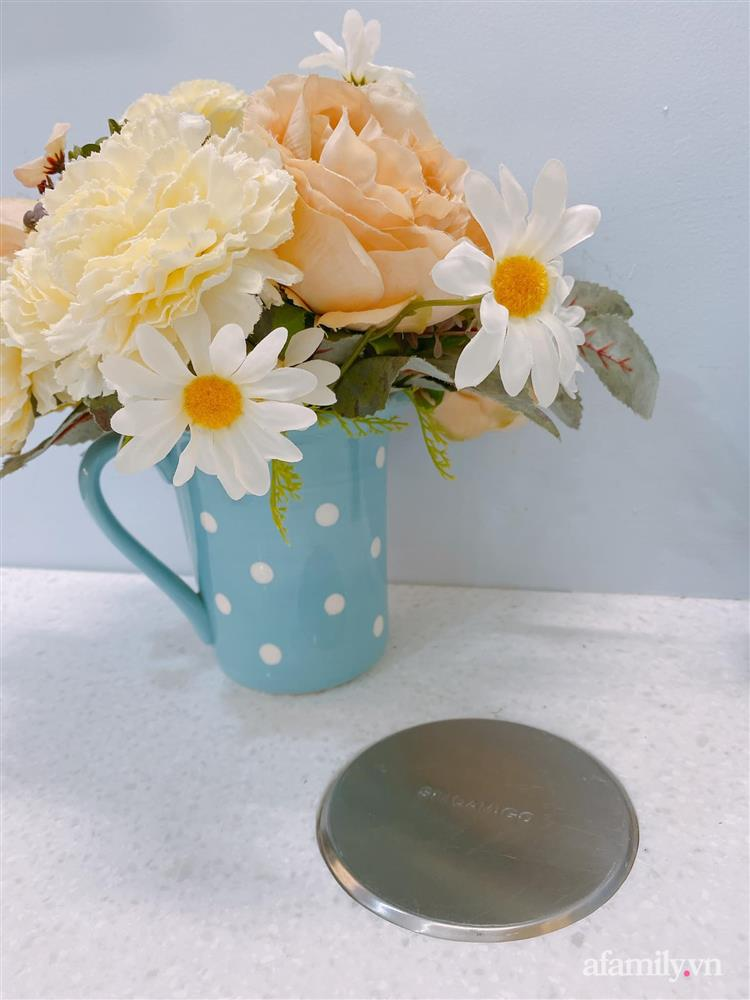 Căn bếp màu xanh yên bình, sang trọng với đủ thiết bị hiện đại của mẹ trẻ xinh đẹp Sài Thành-15