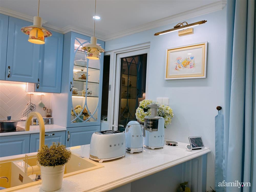 Căn bếp màu xanh yên bình, sang trọng với đủ thiết bị hiện đại của mẹ trẻ xinh đẹp Sài Thành-17