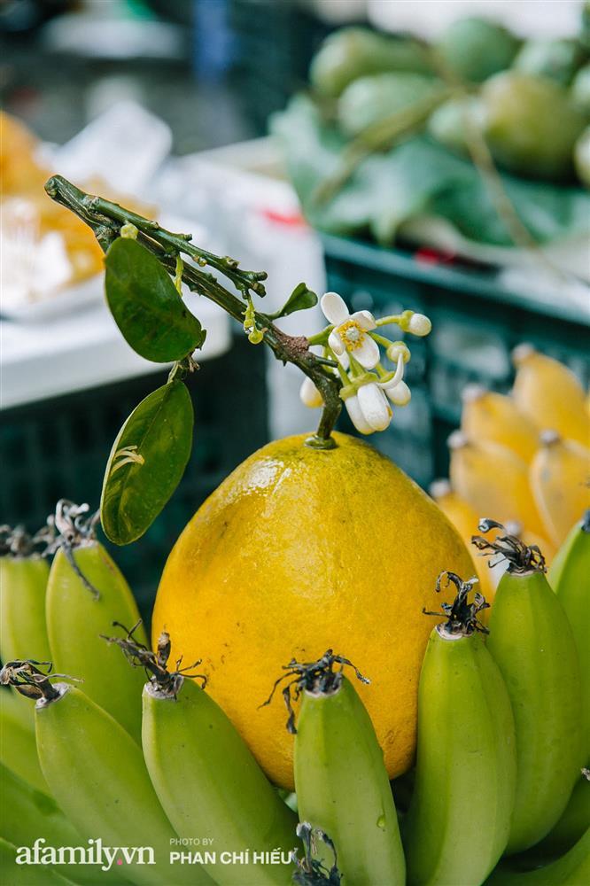 Hàng bưởi Diễn da vàng óng có từng búi hoa tươi giá tận 100k/quả, bà chủ thu cả chục triệu mỗi ngày!-6