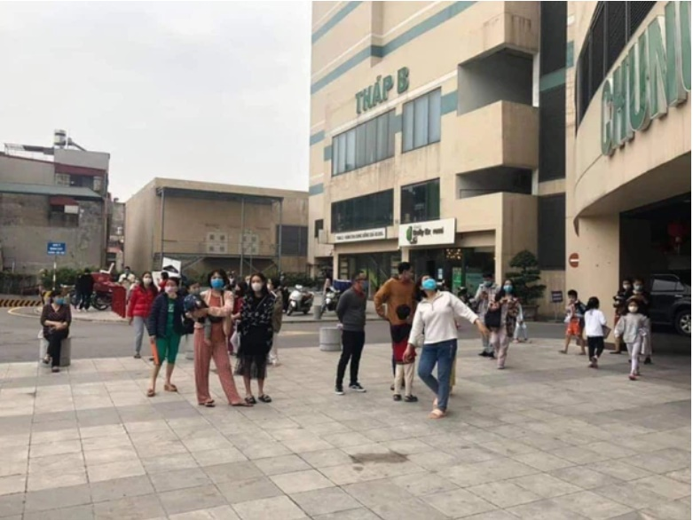 Hà Nội: Cháy chung cư Mipec Long Biên, người dân hốt hoảng tháo chạy-1