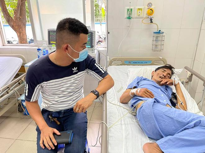 Vợ diễn viên Thương Tín đã có mặt tại bệnh viện, gương mặt lo lắng, căng thẳng-2