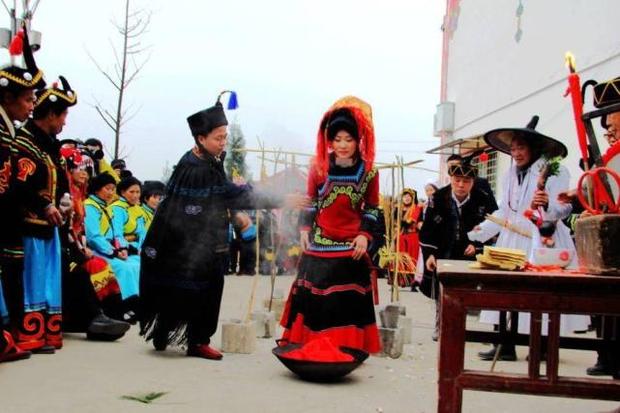 Đính hôn từ bé: Hủ tục ép duyên lạc hậu tước đoạt hạnh phúc của những đứa con ngoan ở nông thôn Trung Quốc-3