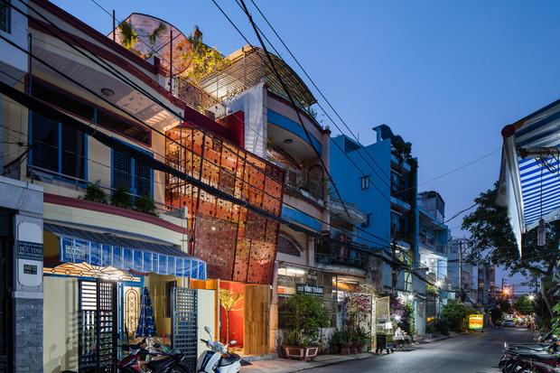 Thương mẹ 30 năm ở nhà xuống cấp, con gái xây tặng ngôi nhà ngoài đóng, trong mở cực độc ở Sài Gòn-2