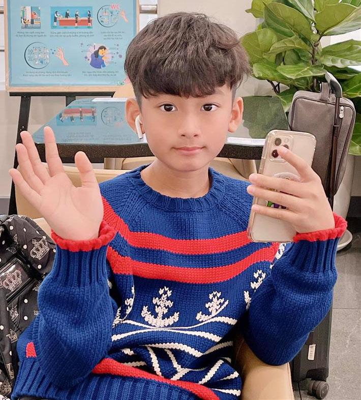 Mẹ chăm kỹ đến mức 6 tuổi vẫn đút cơm, con trai Lệ Quyên giờ 10 tuổi trổ mã lớn phổng phao, nhìn ảnh đoán ngay ra bí quyết-17
