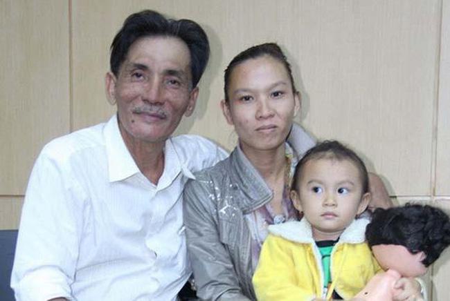 Cuộc sống chật vật của diễn viên Thương Tín ở tuổi 65: Sức khỏe yếu đi nhiều nhưng vẫn phải làm đủ việc mưu sinh nuôi vợ trẻ và con nhỏ-5