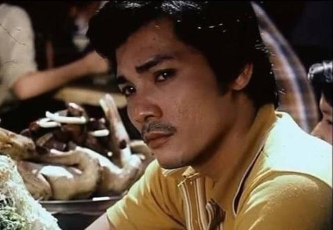 Cuộc sống chật vật của diễn viên Thương Tín ở tuổi 65: Sức khỏe yếu đi nhiều nhưng vẫn phải làm đủ việc mưu sinh nuôi vợ trẻ và con nhỏ-1