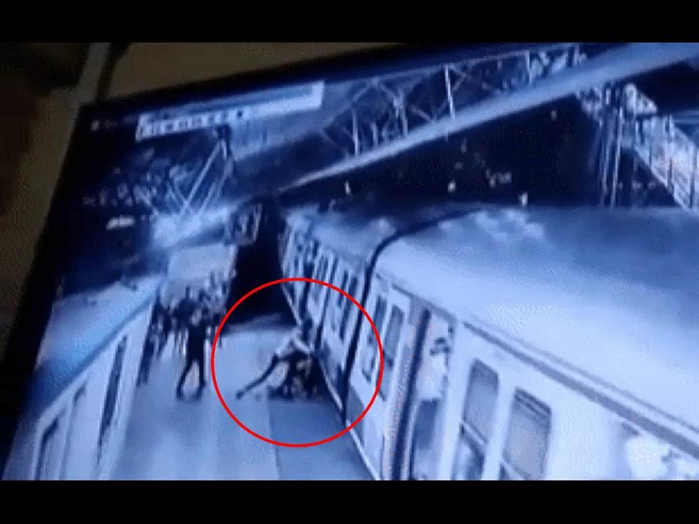Bị cự tuyệt lời cầu hôn, gã đàn ông xô đẩy cô gái vào đoàn tàu đang lao đi vun vút, phản ứng của những người chứng kiến mới thật đáng xấu hổ-1
