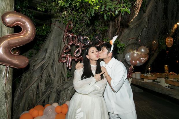 Ngô Thanh Vân công khai kề cận Huy Trần, ra mắt Xuân Lan - Jun Phạm và hội bạn sao Vbiz trong tiệc sinh nhật hoành tráng-3