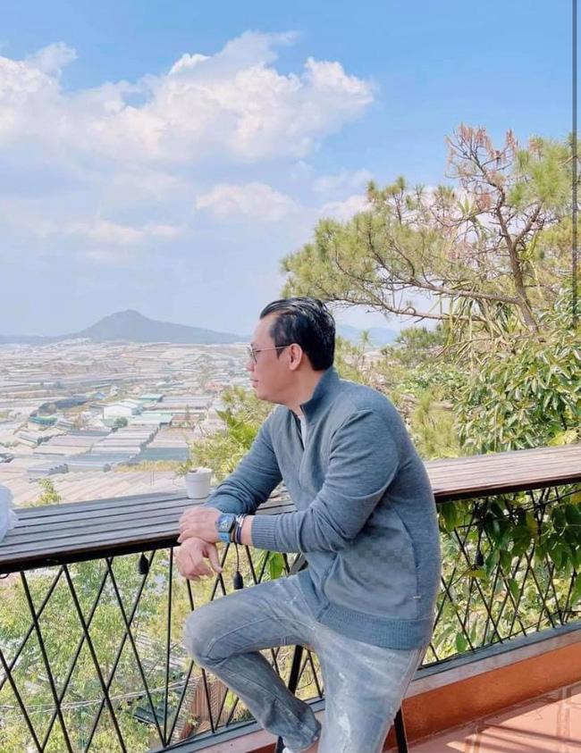 Lệ Quyên và Lâm Bảo Châu đi dã ngoại với con trai, chồng cũ cũng rủ tình tin đồn kém 27 tuổi lên Đà Lạt hẹn hò-1
