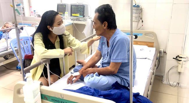 Hình ảnh mới nhất của diễn viên Thương Tín: Sức khỏe đã ổn, có thể ngồi ăn và nói chuyện được-2
