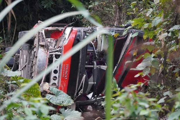 Xe khách giường nằm lao xuống vực ở Tuyên Quang, 1 người tử vong-1