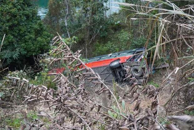 Xe khách giường nằm lao xuống vực ở Tuyên Quang, 1 người tử vong-2