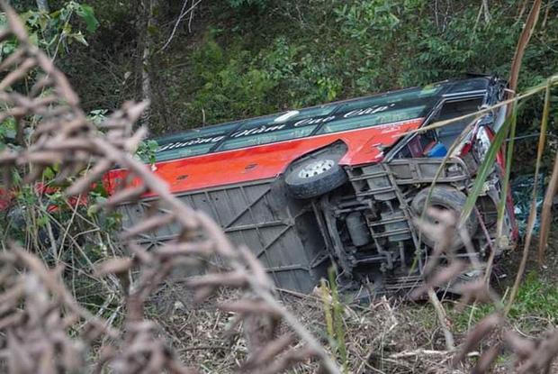 Xe khách giường nằm lao xuống vực ở Tuyên Quang, 1 người tử vong-3