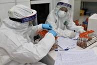 'Đặc nhiệm' blouse trắng: Trắng đêm trong phòng xét nghiệm tuyến đầu