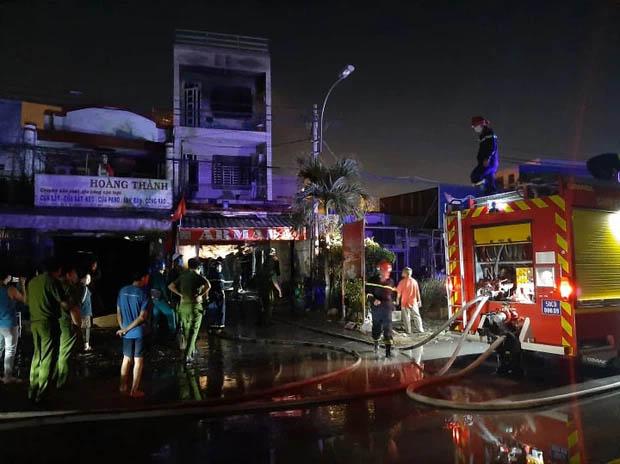 Nhà 2 tầng ở Sài Gòn bốc cháy, 2 nữ sinh viên thoát nạn nhờ tiếng đập cửa của tài xế Grab-1
