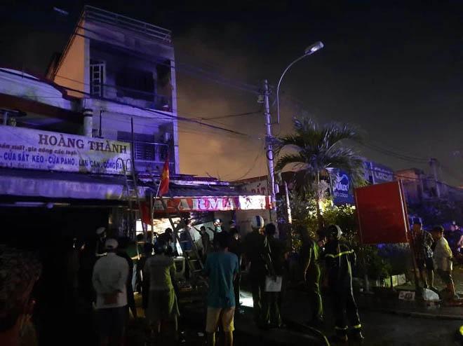 Nhà 2 tầng ở Sài Gòn bốc cháy, 2 nữ sinh viên thoát nạn nhờ tiếng đập cửa của tài xế Grab-2