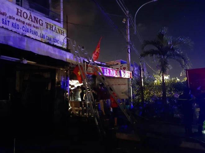 Nhà 2 tầng ở Sài Gòn bốc cháy, 2 nữ sinh viên thoát nạn nhờ tiếng đập cửa của tài xế Grab-3