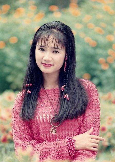 NSND Thu Hà: Nữ hoàng ảnh lịch thập niên 90 và cuộc sống ở tuổi 52-1