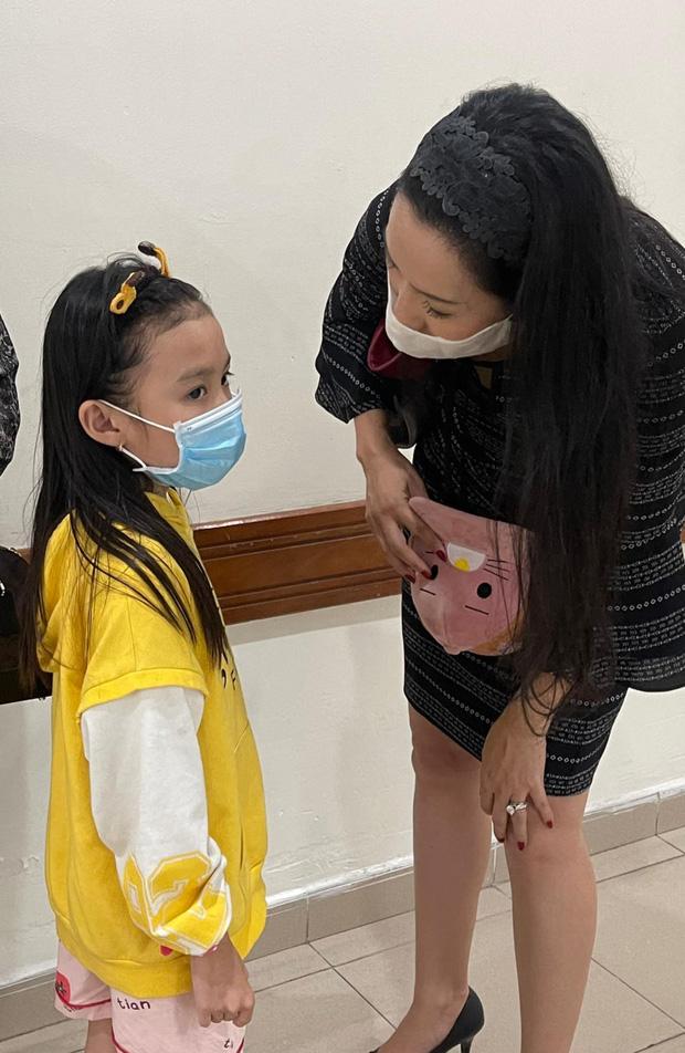 NS Trịnh Kim Chi công bố đã kêu gọi được hơn 270 triệu giúp đỡ NS Thương Tín, con gái vừa đến thăm bố ở bệnh viện-2