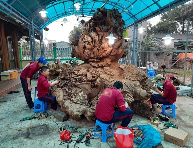 Choáng ngợp với bình hồ lô bằng gỗ, nặng 6 tấn độc nhất Việt Nam-3