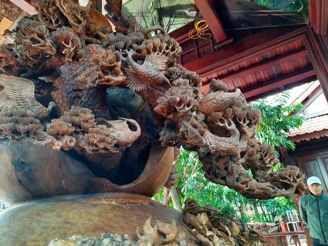 Choáng ngợp với bình hồ lô bằng gỗ, nặng 6 tấn độc nhất Việt Nam-6