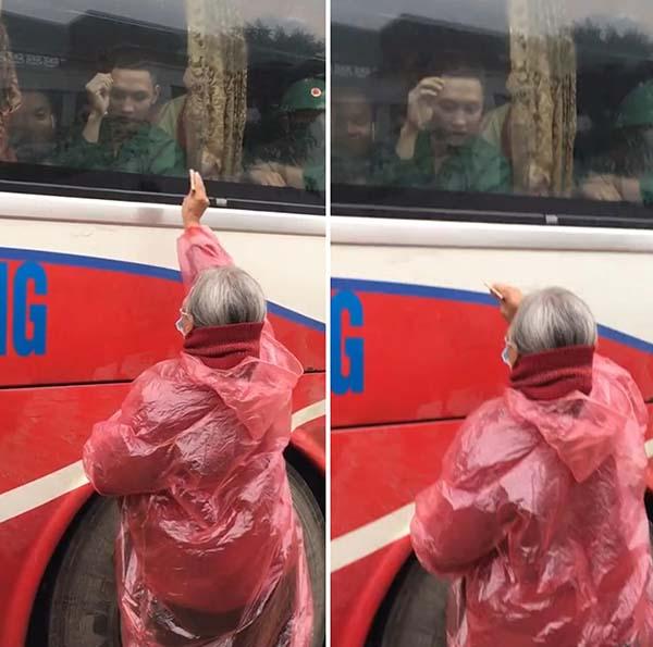 Clip nghẹn lòng: Người bà tóc bạc trắng mặc áo mưa, cố nhét ít tiền cho cháu trong ngày đi nghĩa vụ quân sự-1
