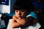 Theo dõi trẻ sau tai nạn: Ngoài chấn thương thể xác, có một việc mà cha mẹ cần cực kì lưu tâm vì có thể vài tháng sau nó mới xảy ra
