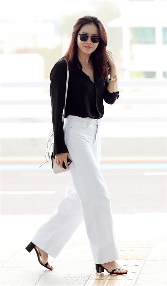 Chỉ nhờ 1 chi tiết rất nhỏ, Son Ye Jin át vía cả siêu mẫu trình diễn: Chị đẹp tinh tế cao sang, còn người mẫu lại có phần nhạy cảm-2