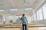Trường Tiểu học Xuân Phương phun khử khuẩn, tổng vệ sinh toàn bộ khuôn viên trường sẵn sàng đón học sinh quay trở lại