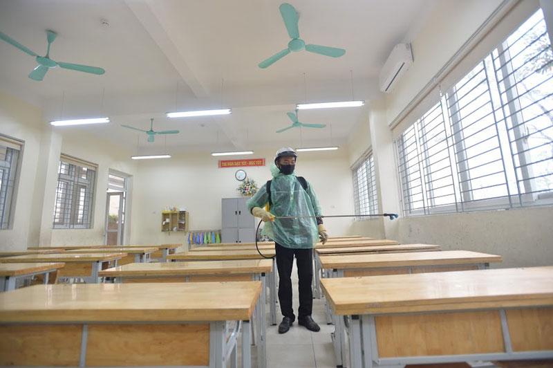 Trường Tiểu học Xuân Phương phun khử khuẩn, tổng vệ sinh toàn bộ khuôn viên trường sẵn sàng đón học sinh quay trở lại-3