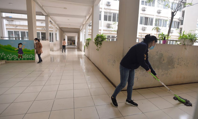 Trường Tiểu học Xuân Phương phun khử khuẩn, tổng vệ sinh toàn bộ khuôn viên trường sẵn sàng đón học sinh quay trở lại-9
