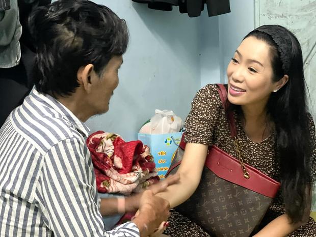 NS Thương Tín đã xuất viện sau 3 ngày đột quỵ, hình ảnh căn phòng trọ vỏn vẹn 20m2 tá túc cùng vợ gây xót xa-9