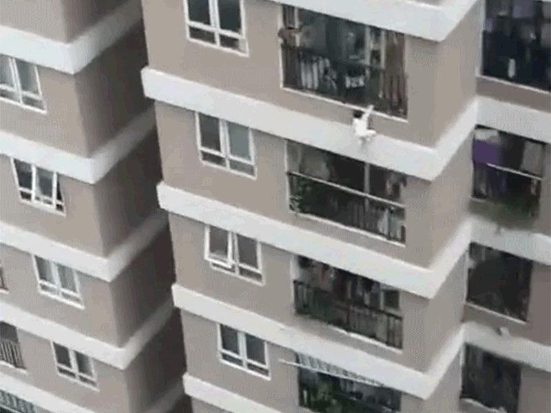 Được hỏi bố mẹ bé gái rơi từ tầng 12 ở đâu?, phía cơ quan chức năng chính thức lên tiếng-1