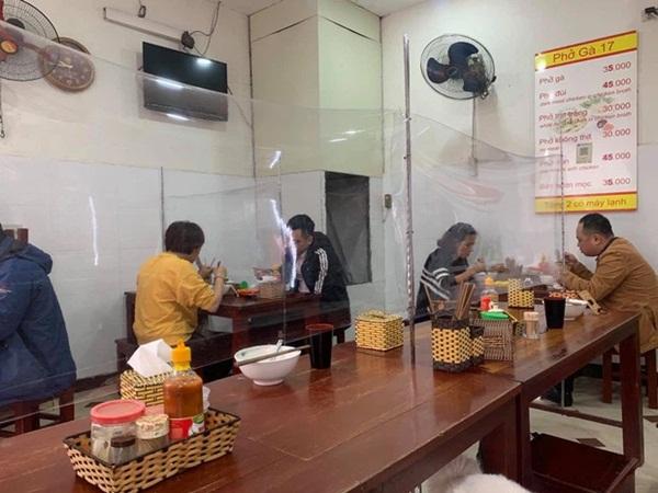 Từ 0h ngày 2/3, Hà Nội cho phép các nhà hàng, cà phê phục vụ trong nhà mở cửa trở lại-1