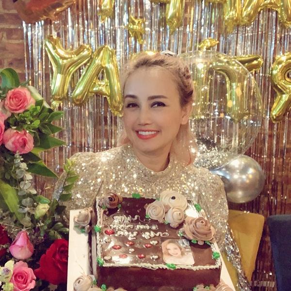 Cô Xuyến Về Nhà Đi Con trong tiệc sinh nhật tuổi 45: Nhan sắc hậu trùng tu cực trẻ, bảo sao được phi công thả thính-4