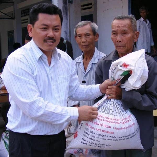 Vợ ông Dũng lò vôi tố cáo bị lương y Võ Hoàng Yên lừa đảo hàng trăm tỷ tiền cứu trợ, xây chùa-1