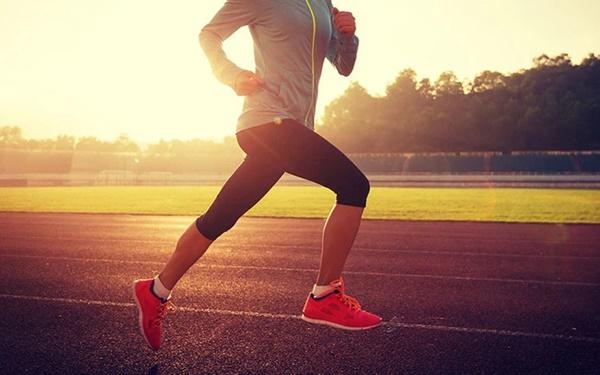Đi bộ là cách tốt nhất để kéo dài tuổi thọ nhưng sẽ hiệu quả gấp bội nếu bạn thực hiện kèm những việc nhỏ nhặt này-1