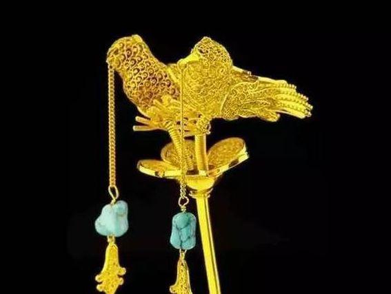 Cụ bà mang chiếc trâm vàng của mẹ kế đi thẩm định: 5 chữ trên cây trâm khiến chuyên gia bàng hoàng, cả trường quay bất ngờ-2
