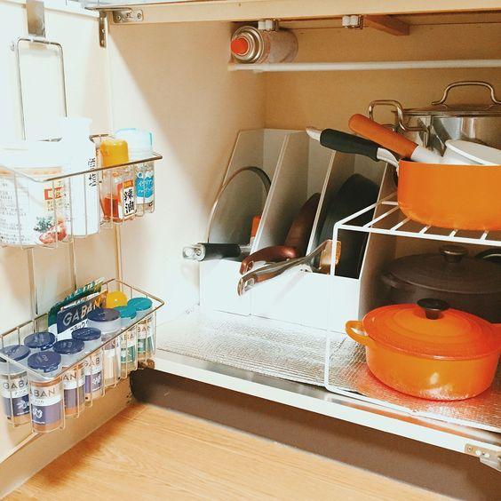 Trong nhà bếp, xoong nồi là thứ khó cất giữ nhất, nhưng nếu nắm bắt được hai điểm này, chúng sẽ được sắp xếp gọn gàng đến bất ngờ-4