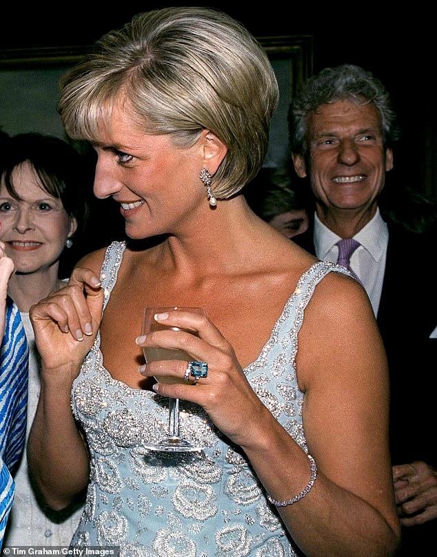 Meghan Markle sao chép y hệt Công nương Diana trong cuộc phỏng vấn mới nhưng phải muối mặt khi bị chê tơi bời-4